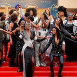 """Sie sorgen für Stimmung auf dem Red Carpet: 16 französische Schauspielerinnen haben das Buch """"Black is not myJob"""" herausgebracht, um gegen stereotypeRollenverteilung im Filmbusiness zu kämpfen."""