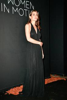 """Ganz dezent glitzert Charlotte bei der """"Women in Motion""""-Dinnerparty von Kering in Cannes. Der elegante Neckholder kommt aus dem Hause Saint Laurent."""