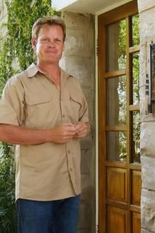 Jörn (38)  Der attraktive Bauer lebt bereits in vierter Generation im afrikanischen Namibia, spricht sogar Ju-Hoansi - eine der ältesten Sprachen der Welt. Für den Rinderzüchter ist es besonders wichtig, dass seine Partnerin auch seine beste Freundin ist.