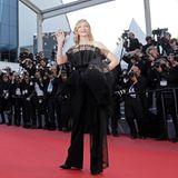 """Wir dürfen diesen stylischen Givenchy-Haute-Couture-Look in Schwarz von Jury-Präsidentin Cate Blanchett auf dem roten Teppich der """"Capharnaüm""""-Premiere bewundern."""