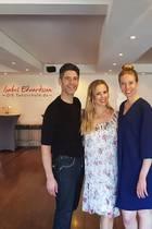 """GALA-Volontärin Ronja Ebeling besucht """"Let's Dance""""-Star Isabel Edvardsson und Marcus Weiß in ihrer Hamburger Tanzschule."""