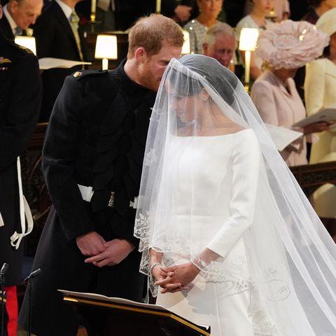 Prinz Harry flüstert etwas zu Meghan Markle