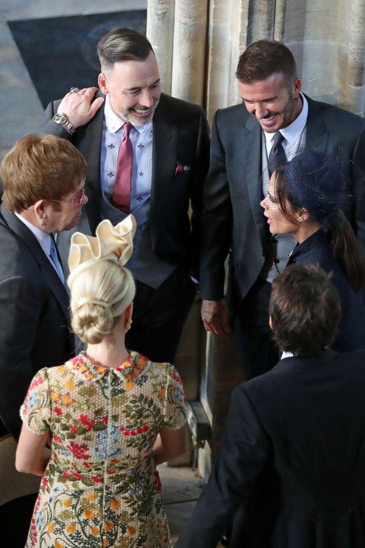 Elton John und David Furnish  Den Sänger Elton John verbindet schon seit Jahren eine enge Freundschaft zum britischen Königshaus.