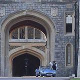 Harry und Meghan verlassen das Schloss Windsor.