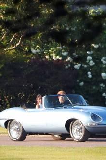 19. Mai 2018  Die Sonne geht unter, als das Brautpaar seine kurze Fahrt antritt - romantischer geht es kaum.