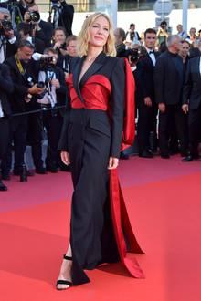 Die 71. Filmfestspiele von Cannes neigen sich dem Ende und Cate Blanchett verzaubert uns zum Abschluss mit dieser Robe von Alexander McQueen.