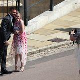 Sympathische Geste: David Beckham posiert für diverse Fotos mit Fans, die unter den Gästen sind. Wann kriegt man schon mal die Gelegenheit dazu?