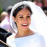 Selbst bei ihrer Hochzeit mit Prinz Harry erstrahlt Meghan Markle in natürlichem Glanz. Ihr Braut-Make-up beschränkt sich auf etwas Lidschatten, Bronzer und einen Hauch Lipgloss.