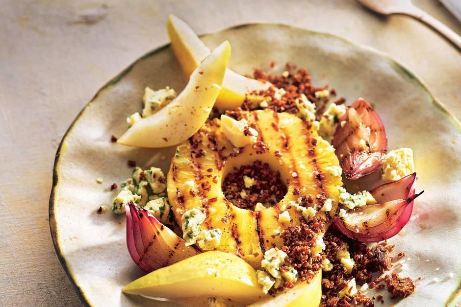 Sommerküche Quiz : Sommerliches dessert: gegrillte ananasscheiben mit birne käse und