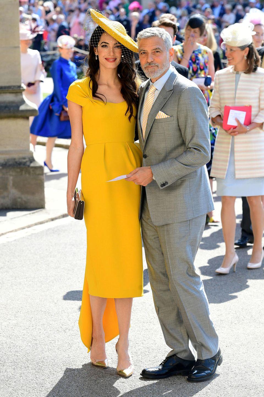 Amal Clooney war mit ihrem sonnengelben Dress von Stella McCartney und dem passenden Hut von Stephen Jones einer der schönsten Gäste auf der Hochzeit von Prinz Harry und seiner Meghan. Und mit diesem tollen Look tut sie ihrer Schwester Tala auch noch einen großen Gefallen.