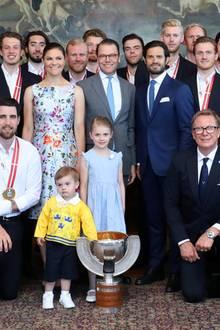 21. Mai 2018  Auch Prinz Carl Philip ist zum Empfang gekommen, um den erneuten WM-Erfolg der Nationalmannschaft zu feiern. Sofia und die Kinder hat er aber leider nicht mitgebracht.