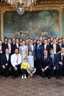 21. Mai 2018  Bitte lächeln! Der Empfang der WM-Stars um Eishockey-Trainer Rikard Grönborg findet im königlichen Palast in Stockholm statt.