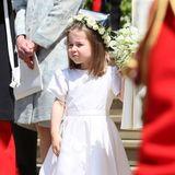 Nicht nur Meghans elegantes Brautkleid stammt von Givenchy, sondern auch Charlottes weißes Kleid, das die gleiche zeitlose Reinheit ausstrahlen soll.
