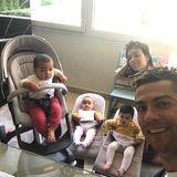 22. Mai 2018  Mit diesem zuckersüßen Familienfoto wünscht Star-Kicker Ronaldo seinen Instagram-Fans einen schönen Morgen. Die drei Kids schauen auf dem Bild allerdings noch etwas skeptisch drein.