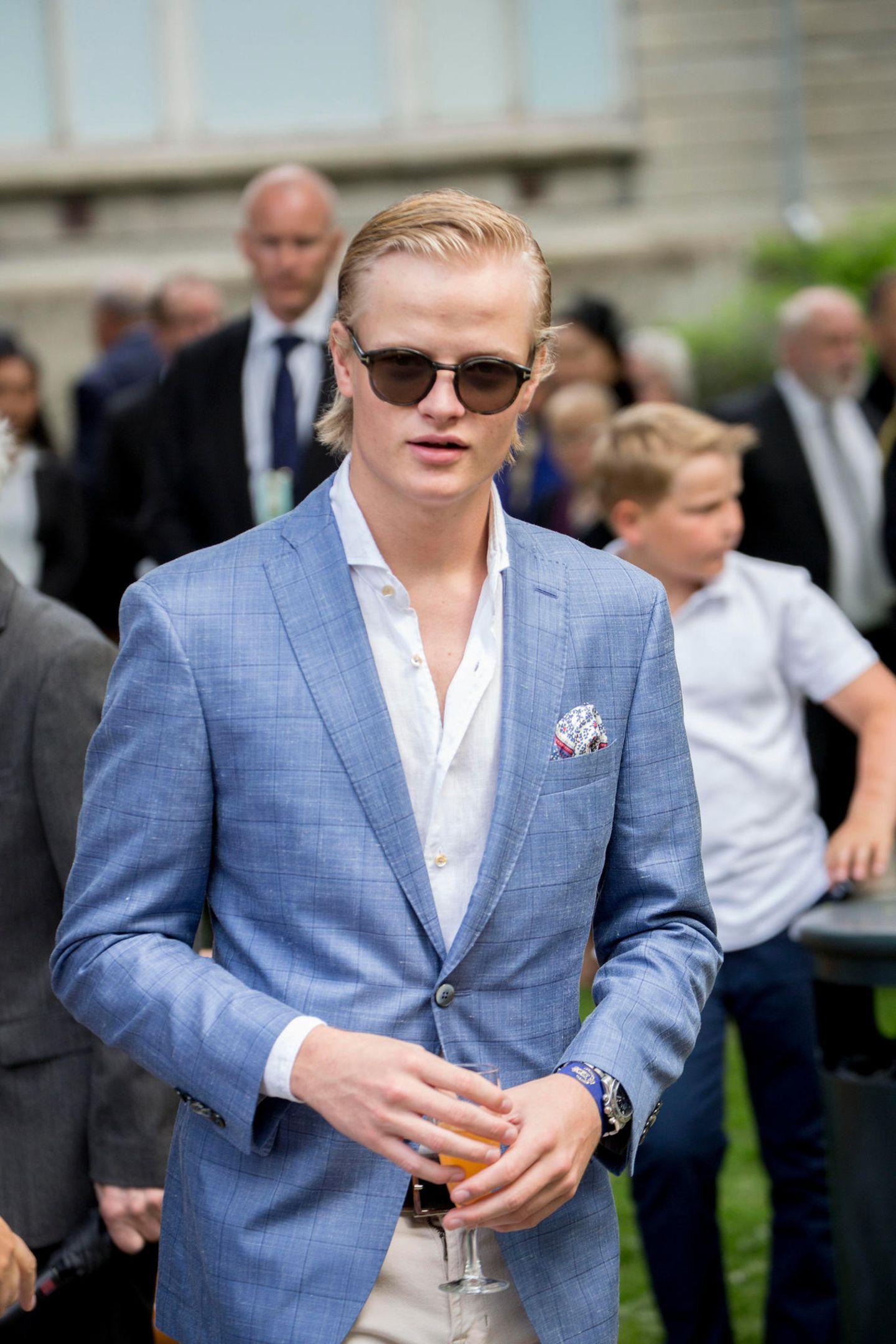 Marius Borg Høiby  Der älteste Sohn von Prinzessin Mette-Marit hat dem norwegischen Hof zwar den Rücken gekehrt und derzeit auch eine Freundin. Aber ob das schon die Frau fürs Leben ist? Wer weiß! Wir finden: Marius ist definitiv einer der attraktivsten Fast-Royals.