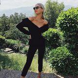 Schulterfrei ist auch diese Saison wieder absolut im Trend. Model Elsa Hosk kombiniert ihre schulterfreie Bluse zu einer Skinny Jeans und klassischen Ballerina. Alles richtig gemacht sagen wir. Der Look wirkt klassisch und trendy.