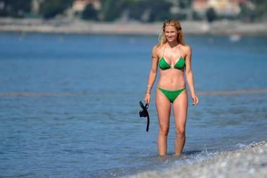 Wenn das kein Wow-Body ist! Die 40-jährige Mutter Michelle Hunziker kann mit ihrer Topfigur im grünen Glitzer-Bikini in jedem Fall mithalten.