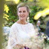 22. Mai 2018  Verträumte Blick von Gräfin Sophie, die durch den üppigen Garten streift.