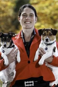 Tribut an das Königshaus: Sie stellt die royale Hochzeit mit ihren Hunden nach