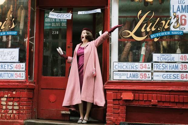 """Rachel Brosnahan in der ersten Staffel von """"The Marvelous Mrs. Maisel"""" (auf Prime Video)"""