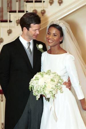 Prinz Maximilian von und zu Liechtenstein und seine Braut Angela an ihrem Hochzeitstag im Januar 2000. Die Prinzessin könnte nicht nur in Sachen Brautlook ein echtes Vorbild für Herzogin Meghan gewesen sein.