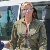 Ihre Haare trägt sie locker zur Seite gekämmt und eine verspiegelte Sonnenbrille schützt sie vor dem Blitzlicht der Fotografen und der knallenden Sonne in Monaco.