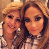 Jennifer Lopez postet diesen süßen Schnappschuss mit ihrer MamaGuadalupe Rodriguezanlässlich des Muttertags auf Instagram.