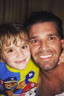 """28. Mai 2018  Donald Trump Jr. wird von seinen """"kleinen Monstern"""" Chloe und Spencer um vier Uhr morgens geweckt, um mit ihrem Papa spielen zu können."""