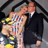 Denn Fürstin Charlène und ihr Albert zeigten sich inniger denn je. Bei so einem Kleid kann Albert auch nur Frühlingsgefühle bekommen!