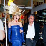 Womöglich möchte Lady Gaga auch einfach nur die Paparazzi mit ihrem Pferdeschwanz vertreiben.