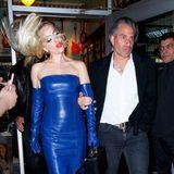 """Beim Verlassen des New Yorker Restaurants """"Beauty and Essex"""" scheint Lady Gaga plötzlich Lust zu verspüren,ihre blonden XL-Extensions durch die Luft zu schleudern ..."""