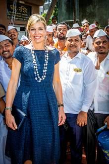 Auch bei 32 Grad in Mumbai verliert Königin Máxima nicht ihre gute Laune.