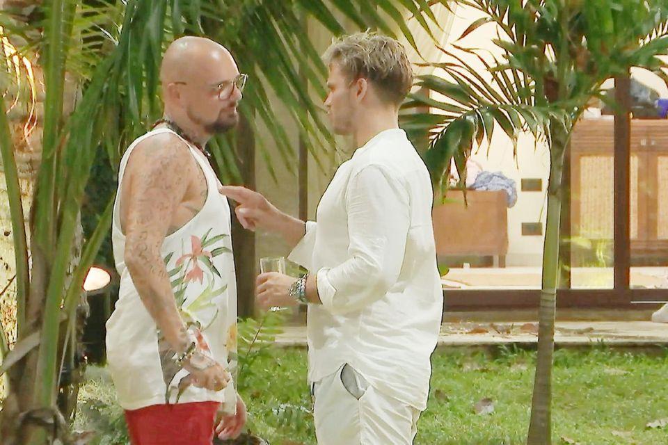 Johannes ist stinksauer auf Nik, der sichCarina zum Date aussucht