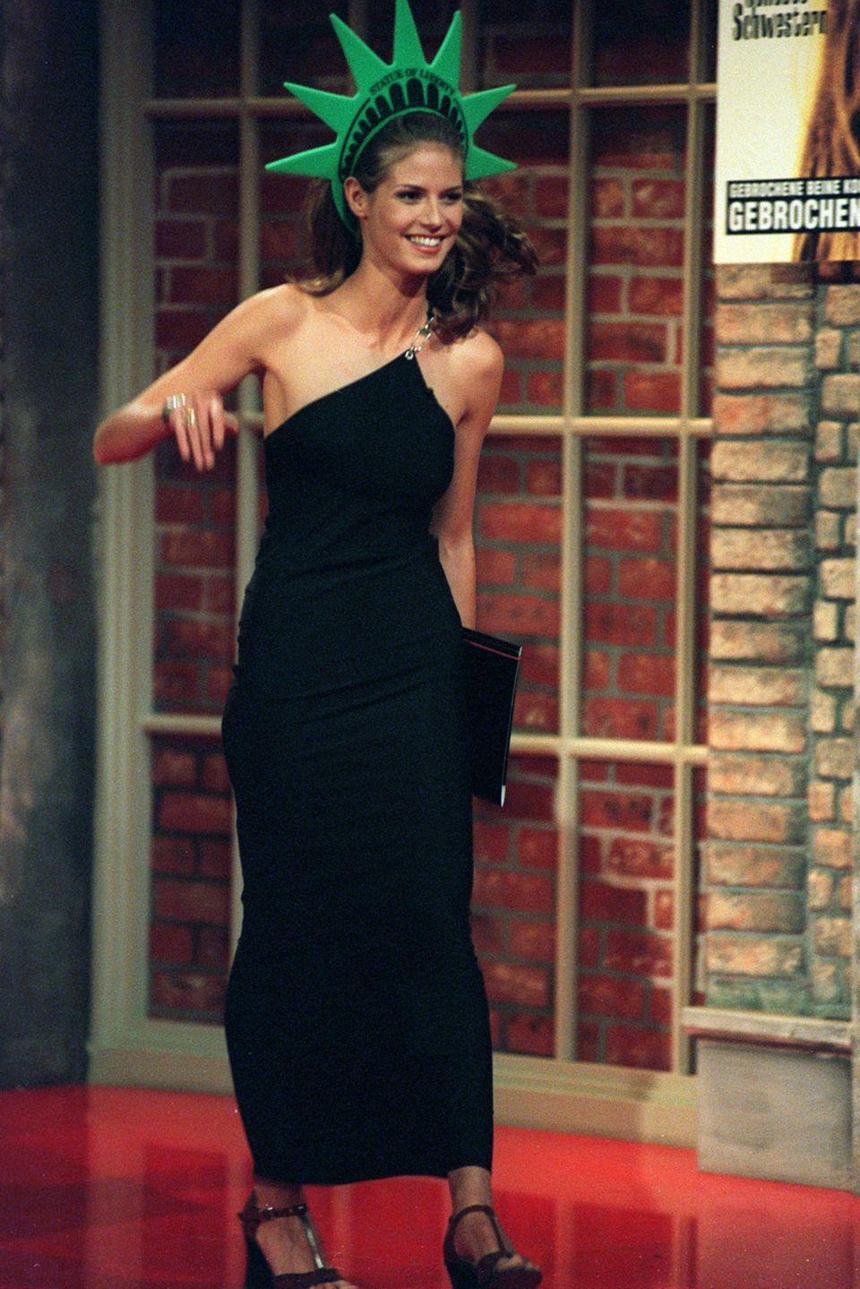 1997  Heidi goes USA: In der Show von Harald Schmidt tritt Heidi Klum als Freiheitsstatue auf. Mittlerweile ist sie in Amerika nämlich auch schon ziemlich bekannt.