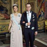 31. Mai 2018  Beim Repräsentationsdinner im königlichen Schloss in Stockholm erscheinen Prinzessin Victoria und Prinz Daniel festlich gekleidet. Victoria trägteinTraumkleid in zartem Rosa.