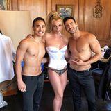 Britneys glänzende Korsage und das Pailletten-Höschen sind kein Hingucker, ihr durchtrainierter Körper hingegen schon. Die Jojo-Jahre der Sängerin scheinen endgültig vorbei zu sein.