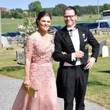 2. Juni 2018  Bei strahlendem Sonnenschein macht so eine Hochzeit natürlich am meisten Spaß, auch für Prinzessinnen und Prinzen.