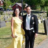 2. Juni 2018  Vor der Kulisse der typisch schwedischen, roten Holzhäuser leuchtet Prinzessin Sofia in zitronenfaltergelben Sommerkleid mit Carl Philip an ihrer Seitebesonders schön.