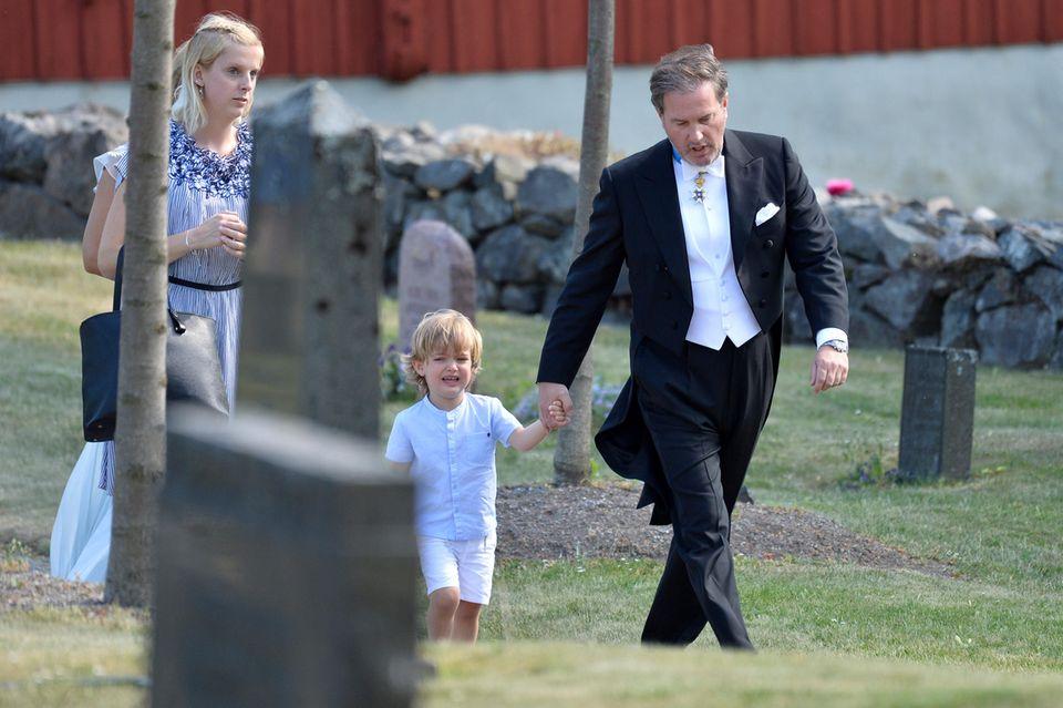 2. Juni 2018  So richtig scheintes dem kleinen Prinz Nicolas nicht zu gefallen, zur Hochzeit zu gehen. Mit Papa Chris O'Neill an der Hand beruhigt er sich aber schnell wieder.