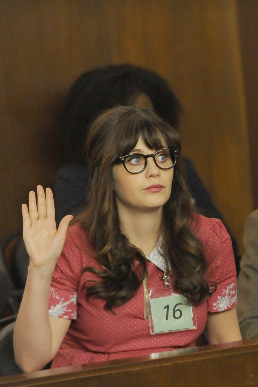"""In ihrer Rolle als """"New Girl"""" Jess kennt man Zooey Deschanel mit Pony, leichten Locken und einer Hornbrille mit breitem Rahmen."""