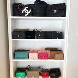 Beneidenswerte 33 Chanel-Taschen nennt Chiara Ferragni laut diesem Instagram-Post ihr Eigen. Alleine ihre Chanel-Sammlung ist überschlagen mehr als 150.000 Euro wert (durchschnittlicher Preis pro Tasche: 5.000 Euro). Und das ist noch nicht alles ...