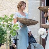 Ihr Brautjungfernkleid zu der Hochzeit von FreundinLouise Gottliebdurftesich Prinzessin Madeleines nicht selber aussuchen. Dafür tobt sie sich dann bei ihren Heels so richtig aus. Sie wählt silberne Schnörkel-Sandaletten von Marchesa, die 1.400 Euro kosten.