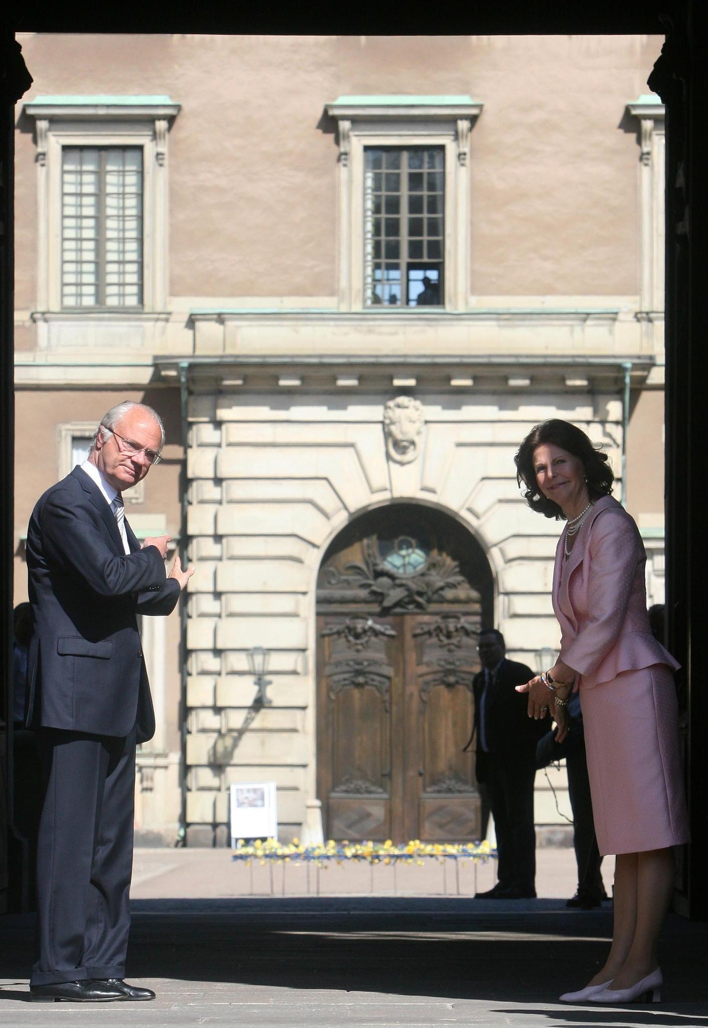 König Carl Gustav und Königin Silvia öffnen ihre Schlosstore und laden die Bevölkerung zu einem Besuch der königlichen Immobilie ein.