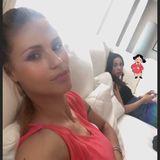 Zurück auf der Couch macht es sich Michelle mit Tochter Aurora gemütlich: In ihrer Instagram-Story postet sie ein Selfie, auf dem sie in ihrem pinkfarbenen Kleid liebevoll ihren Bauch streichelt.
