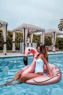 """Sie hat eine Millionen Follower bei Instagram und über 800 Tausend Abonnenten auf ihrem Youtube-Kanal: Maren Wolf war jedoch nicht in allen Dingen so erfolgreich wie heute. Im Interview mit """"Promiflash"""" verrät die 26-Jährige, dass sie sich drei Mal bei der Castingshow von Heidi Klum bewarb - ohne zum Casting eingeladen zu werden. Heute scheint Heidi so oder so Fan von der hübschen Brünette zu sein..."""
