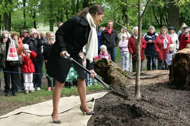Prinzessin Victoria pflanzte 2008 einen Baum im Schlosspark.