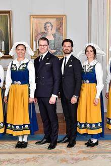 """6. Juni 2018  Schweden feiert. In dem skandinavischen Königreich findet heute der Nationalfeiertag oder auch derTag der """"schwedischen Flagge'""""statt. Gut gelaunt posiert die schwedische Königsfamilie beim Empfang im königlichen Schloss in Stockholm."""
