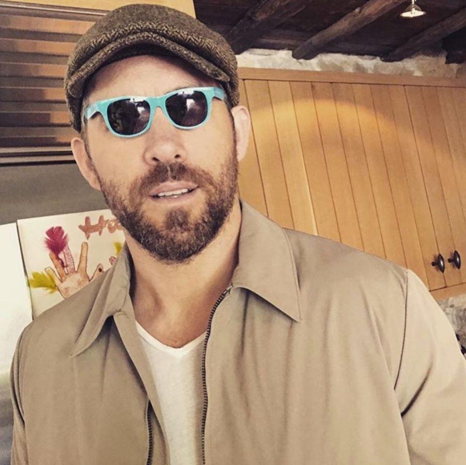 """6. Juni 2018  Hollywoodstar Ryan Reynolds steht hinter dem """"winzige Sonnenbrillen""""-Trend, wie er scherzend postet."""