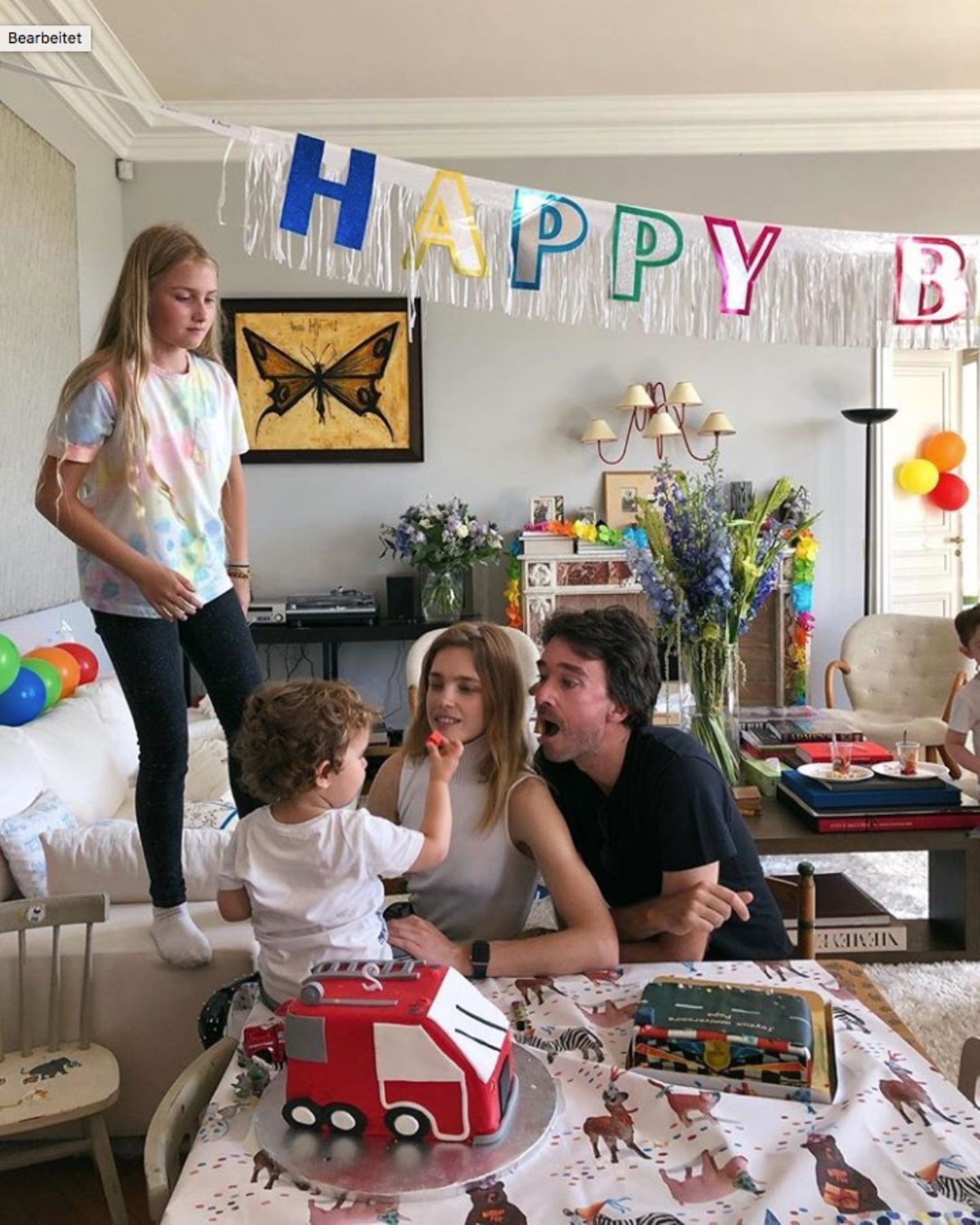 7. Juni 2018  Model Natalia Vodianova und Ehemann Antoine Arnault freuensich, dass die kleine Geburtstagsparty für Söhnchen Roman, er ist zwei Jahre alt geworden, ein echter Erfolg geworden ist. Kein Wunder, bei der liebevollen Dekoration.