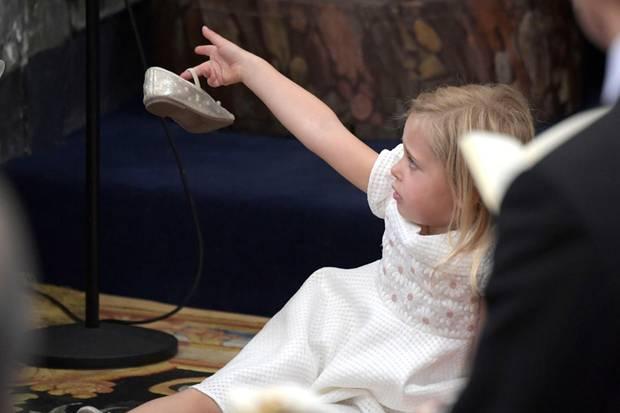 So kennen wir sie: Prinzessin Leonore hält es nicht lange auf ihrem Stuhl.